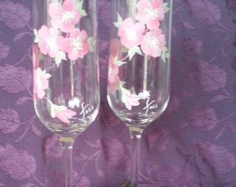 Pink Champagne flutes//  (hand painted (pair of 2)//gifts for her//wine gifts//house warming//bridal shower//New Year's//anniversary gifts