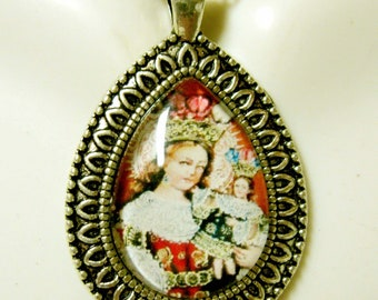 Madonna and child pendant with chain - AP15-125