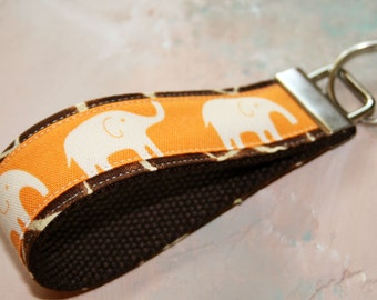 Handgelenk Schlüsselanhänger / Key Fob / Stoff Keychain / Dschungelsafari / Elefant Giraffe Print