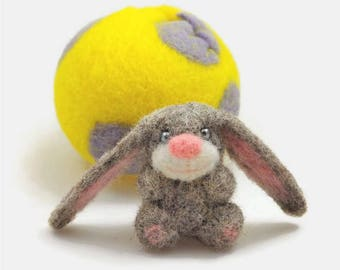 Easter Bunny Decoration / Felt Easter Egg and Gray Bunny / Easter Basket Filler / Hollow Egg with a Needle Felted Rabbit Figurine
