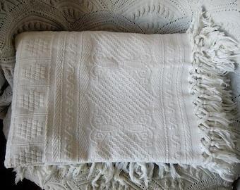White vintage Jaquard Webblanket cotton shabby