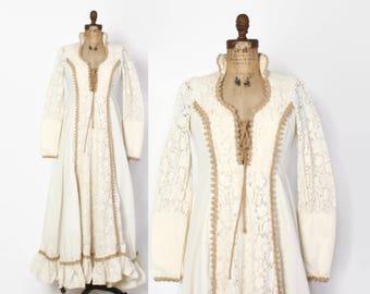 Vintage 70s GUNNE SAX Maxi Dress / 1970s Ivory Crochet Lace Corset Tie Jute Boho Bridal Gown M