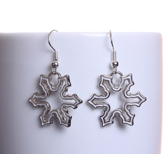 White enamel snowflake silver tone dangle drop earrings (606)