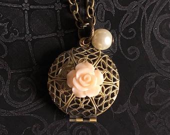 Flower Locket Necklace, Flower Locket, Flower Locket Pendant, Locket Necklace, Antique Locket Necklace, Antique Gold Locket, Teacher Gifts