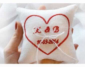 Cuore cuscino anello nuziale ricamato, cuscino anello, Anello cuscino portatore con ricamo personalizzato (LR6)