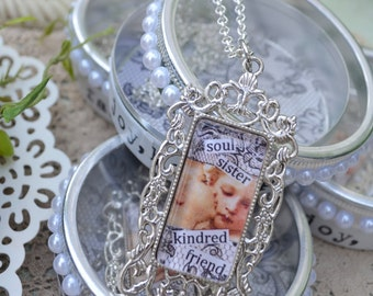 KINDRED SOUL SISTER PENDaNT WiTH DECORaTIVE TiN inspirational healing journey art therapy recovery survivor friendship word phrase necklace