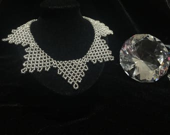 Silver beaded necklet