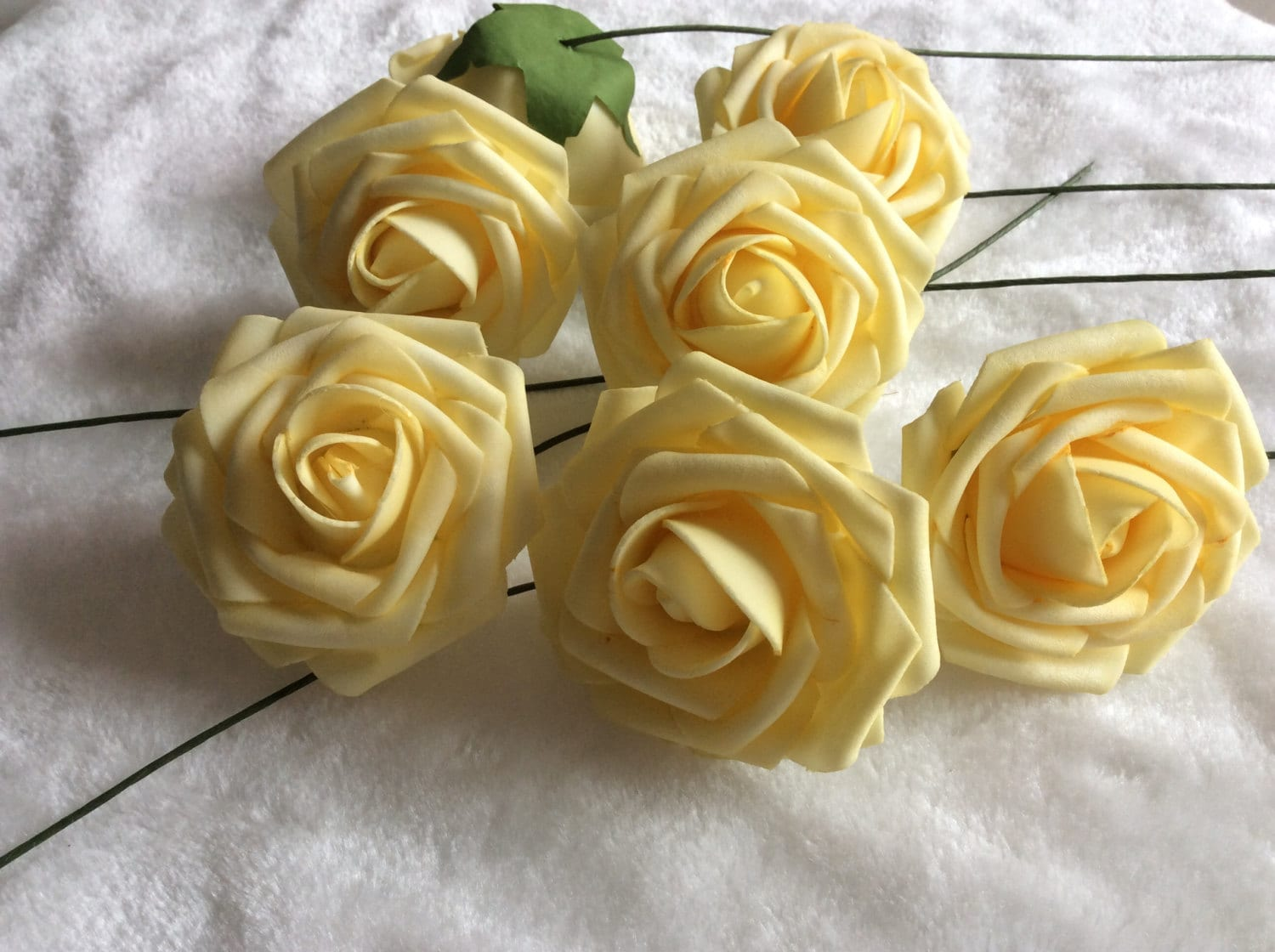 100 Pcs Light Yellow Canary Flowers For Wedding Fake Foam Roses Pale