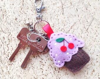 CUPCAKE FELT KEYCHAIN, Felt Keychain, Bag Charm, Felt Plush Cupcake, Felt Accessory, Gift, Handmade Accessories, Felt muffin