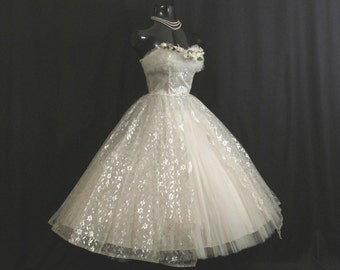 Vintage 1950's 50s STRAPLESS Bombshell White Silver Metallic Tulle Taffeta Lace Party Prom WEDDING Dress Gown