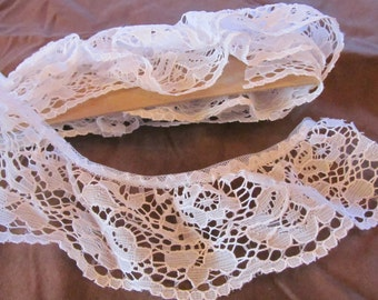"""LACE gathered white floral --62""""  (1.72 yards)"""