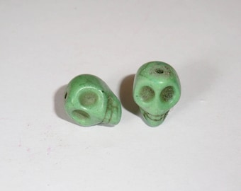 2 x 12mm Green Howlite Skull skull