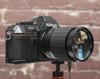 Vintage Nikon N2000 35mm film SLR camera with 28-85mm f/3.5 Kalimar lens