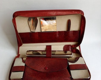 Vintage Travel Necessaire. Vintage Overnight Bag from the 70's.