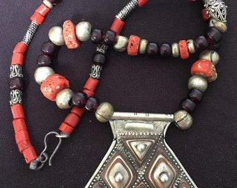 Tuareg SILVER Amulet Khomissar/ Khomeissa Hamza with Ebony inlay & Coral, Glass and Silver Beads Necklace