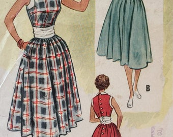 Vintage  50s Sleeveless Peter Pan Collar Button Back Inset Waist Sun Dress w/ Full Skirt New Look Sewing Pattern 9227 B32