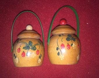 Vintage Wood Pot salt and pepper shakers