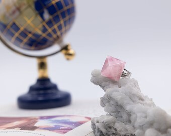 Pyramid Rings - Rose quartz ring
