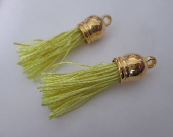 2 PomPoms 45 mm, tassel fringe in pale yellow silk