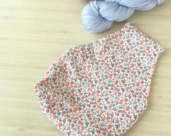 Très joli sac à projet tricot ou crochet nomade - Adorable pochon avec des petites fleurs pour vos encours