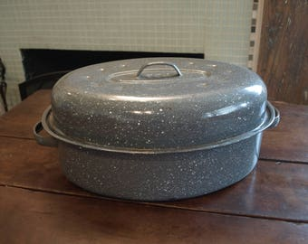 Vintage USA Gray Speckled Enameled Metal Turkey/ Chicken Roaster Pan with Lid