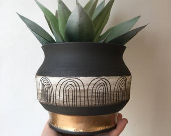 M A Y A N  S U N S E T : black clay ceramic planter