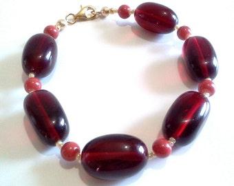 Gras Bracelet Chunky déclaration rouge foncé, rouge à la main en verre perles bijoux, grande taille