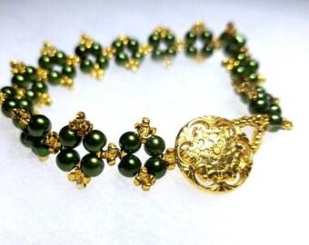 Green and Gold Bracelet, Bracelet, Beaded Bracelet, 4 Point Star Bracelet, 7.5 Inch Bracelet, Handmade Bracelet, Handmade Jewelry