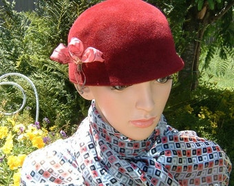 80s Awesome Wine colored Cloche Velour Felt Hat with Silk Flower