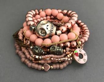 Rose en or Rose Bracelet pile, tête de mort Bracelets en or Rose, Or Rose coeur Bracelets, cadeaux de la Saint-Valentin, cadeaux pour elle, rose millénaire