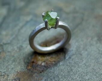Peridot Ring, Green Gemstone Ring, Rough Cut Peridot Ring, August Birthstone Ring, Rough Faceted Ring, August Ring, Rustic Ring, Peridot