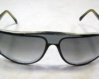 Ladies Original Designer Vintage Fendi Sunglasses with Fendi Case