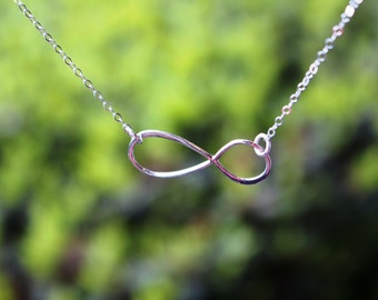 Delicate infinity necklace
