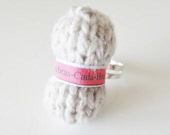 Ring of beige yarn (customizable)