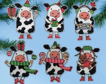 Design Works Crafts - Plastic Canvas Ornament Kit - Christmas Cows