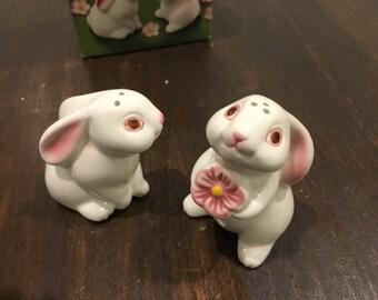 Adorable bunny rabbit Set of Salt and pepper shakers avon vintage