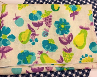 Braidwater Irish Linen Floral Print Tablecloth 50in x50in.