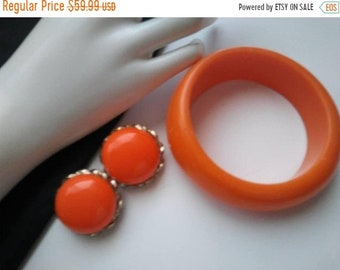ON SALE Vintage Orange Lucite Bracelet 1970's Costume Jewelry Retro Rockabilly Glamour Girl Style Chunky Statement Accessories