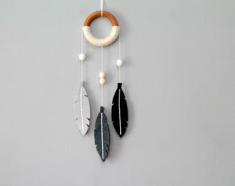Gray Monochrome Dream Catcher. Small Nursery Dreamcatcher. Feather Wall Hanging. Mini Felt Dreamer. Modern Nursery Feather Wall Mobile.