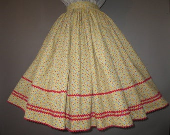 "Vintage 1950's, Full Gathered Skirt, Rick-Rack Trim // Yellow with Small Flowers...24"" waist"
