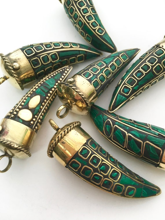 Tibetan horn horn pendant tibetan jewelry mosaic jewelry tibetan horn horn pendant tibetan jewelry mosaic jewelry malachite pendant malachite jewelry mosaic pendant horn jewelry green pendant from aloadofball Choice Image