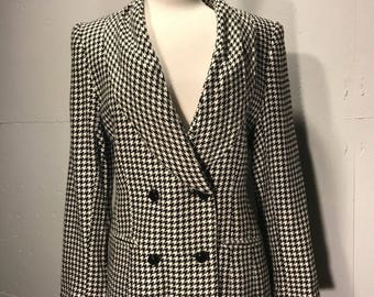 80s Gianni Sport hounds tooth blaze shawl lape double breast style  marked size 6 waist pockets