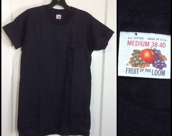 deadstock 1950s Fruit of the Loom plain thin black pocket tee blank t-shirt size medium 38-40 17.5x28 looks small all cotton made in USA NOS