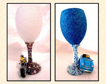 Minion's in or on Vehicles Glitter and Pearl Wine Glass ~ 2 options to choose from