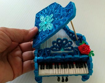 Paper quilling Piano