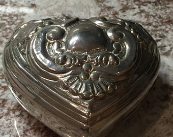 International SilverCo Heart Shaped Silver-plated Jewelry Treasure Trinket Box Hand Made in India