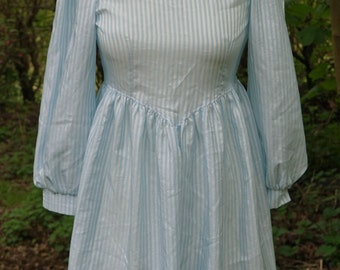 Vintage 60s Petite/Young Lady/Babay doll/Dolly/Preppy/Lolita  Peter Pan Lace Collar Shift Dress with baby blue Candy Stripes