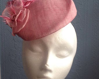 Blush pink beret style pillbox hat headpiece percher trimmed with feathers and flower.