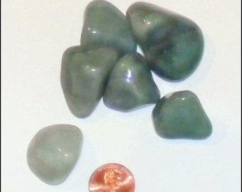 Vert Aventurine - moyen a chuté pierre polie