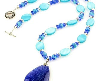 Mother-of-Pearl Shell Turquoise Necklace with Blue Agate Pendant